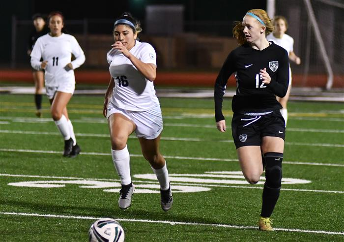 Girls soccer prepares for district play